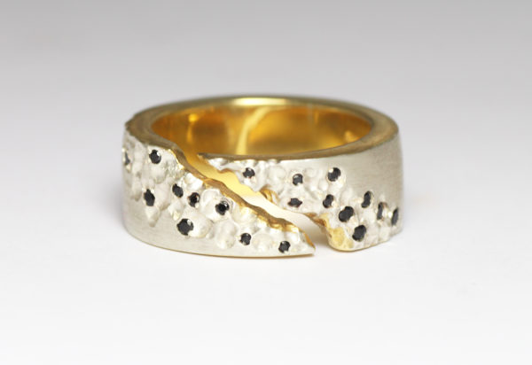 2 tone gold ring with black spinel