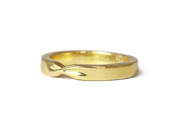18ct Fairtrade yellow gold twist ring