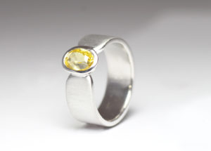 18ct Fairtrade white gold with yellow sapphire