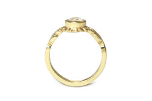 18ct yellow gold with diamond