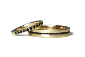 black spinel in yellow gold