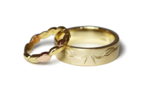 rose yellow gold engraved