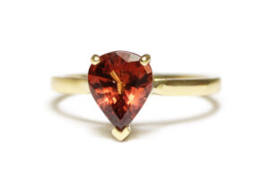 yellow gold with muscat sapphire